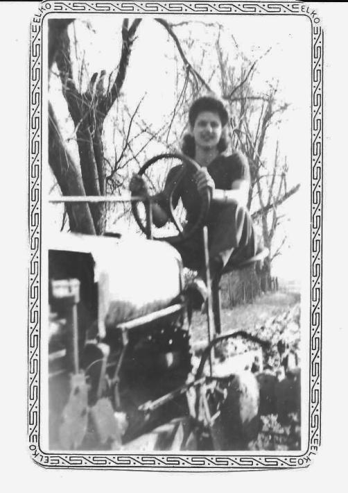 14. Mom 1945